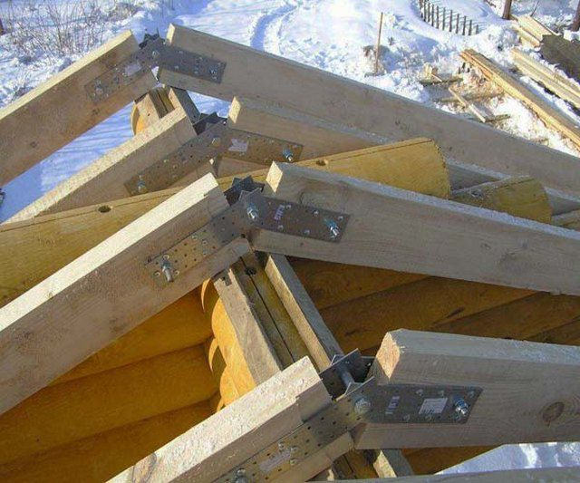 Metal plates for fixing rafters