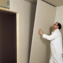 Dub wall plasterboard with their hands