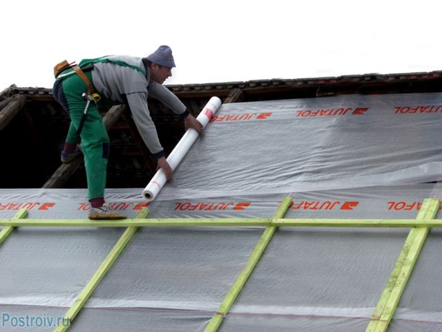 Laying a vapor barrier on the roof - Photo 10