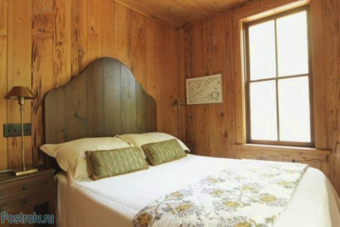 The wooden headboard - Photo 05
