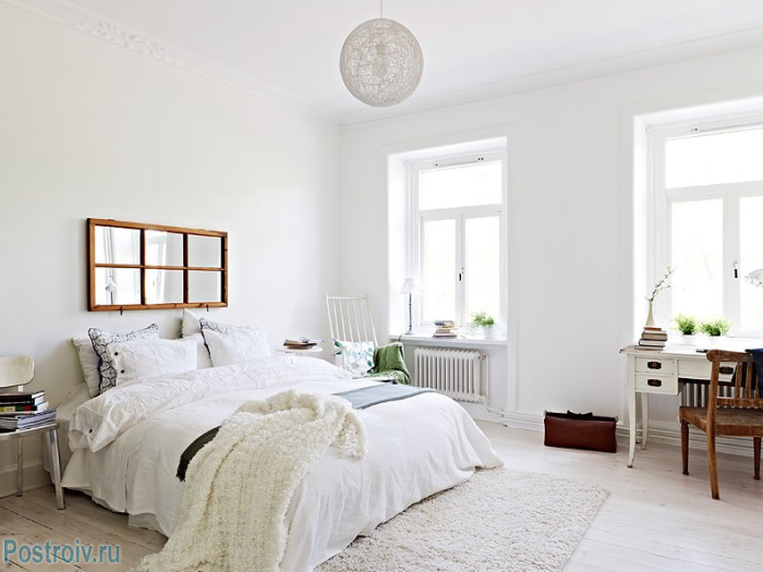 In Scandinavian bedroom should not be piling up furniture - Photo 11