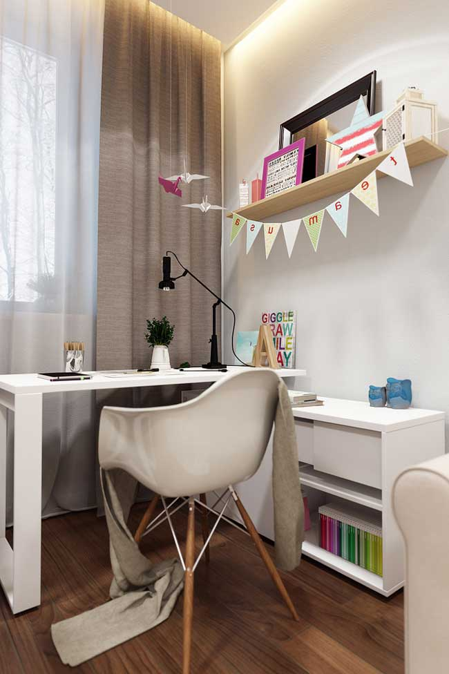 The design of the working area in the room for two girls