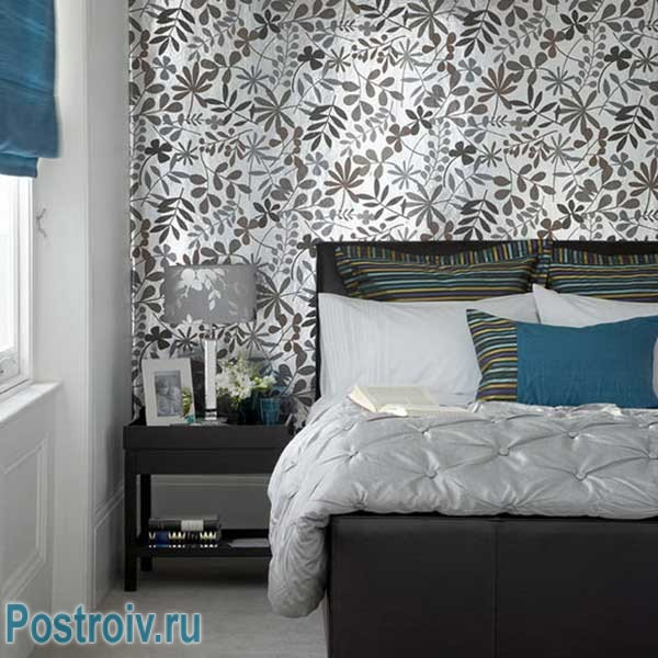 Wallpaper in the bedroom after renovation