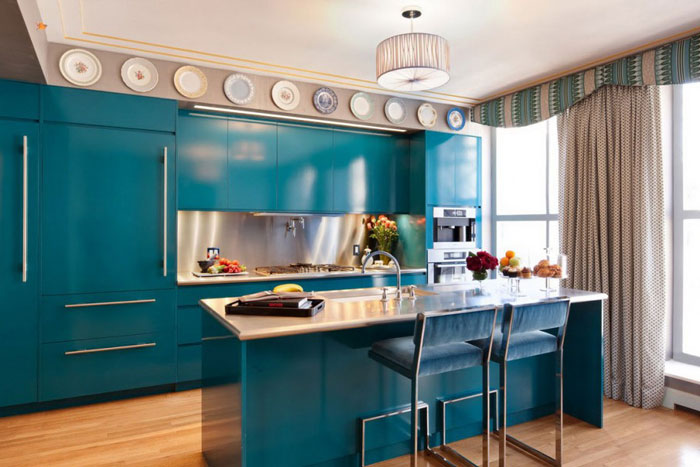 Kitchen with breakfast bar in blue