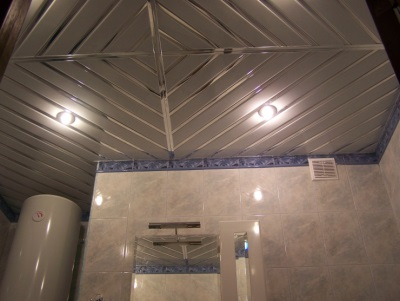Silver rack ceiling in the bathroom