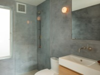 Plastered walls in the bathroom