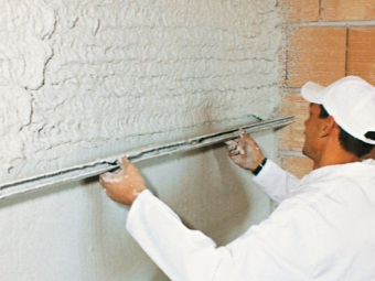 Application of the plaster on the basis of plaster
