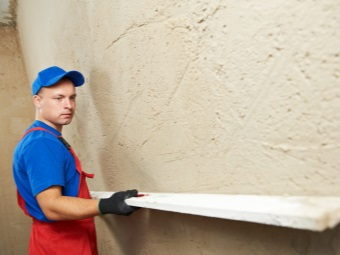 Plastering of walls in the bathroom