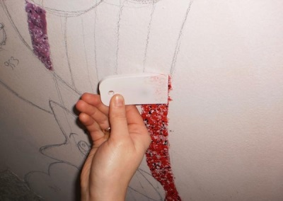 Application of liquid wallpaper on the sketch
