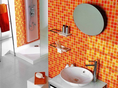 Bright wall tiles in the bathroom