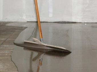 Cement- acrylic floor