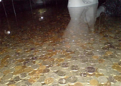 The inlet floor of coins