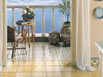 Cotto tiles in the design of the bathroom floor