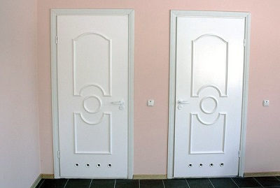 Doors made of plastic with ventilation for the bathroom