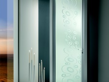 Doors with sandblasted pattern in the bathroom