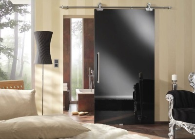 Sliding doors in the interior of the bathroom