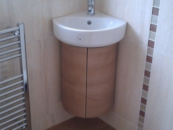 Hanging cupboard under the washbasin in the bathroom