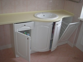 The semicircular pedestal with built-in sink and laundry basket