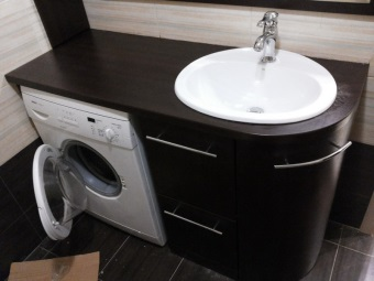 Stand made ​​of MDF with a sink under the washing machine