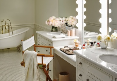 Dressing tables in the bathroom - beauty and functionality