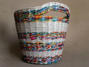 Laundry basket from newspaper tubes