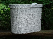 Laundry basket from newspaper tubes with lid