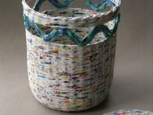 Laundry basket from newspaper tubes with lid and decor