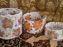 Laundry basket from newspaper tubes with decor