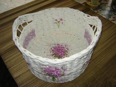 Laundry basket from newspaper tubes decorated in decoupage technique