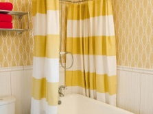 Two-tone white and yellow fabric curtain in the bathroom