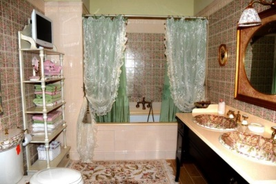 The curtains of cloth in the bathroom - how to hang
