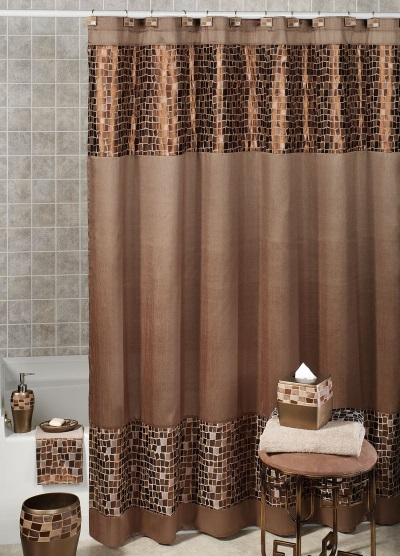 Bathroom design using fabric curtains and accessories