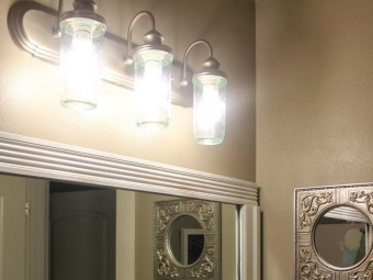 Wall lights in the bathroom with incandescent lamps