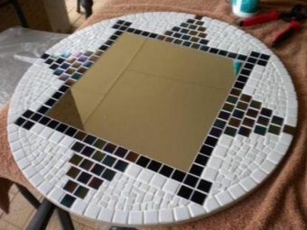 Decorating the bathroom mirror mosaic