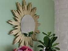 How to hang a mirror in the bathroom made ​​with their own hands