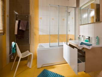 Advantages of plastic curtains for bath