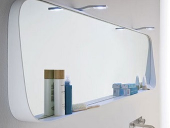 Installation of the mirror with a shelf in the bathroom on the glue