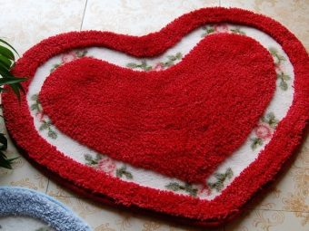 Pad for a romantic bath in the form of heart