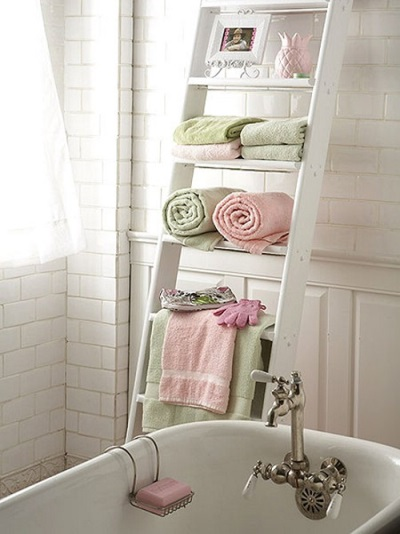 Stairway to store little things in the bathroom