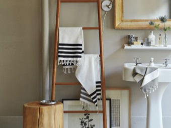 Ladder towel in the bathroom