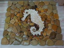 Bath mat made ​​of stones with their hands