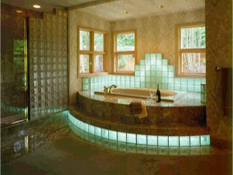 bathroom design with the use of glass blocks