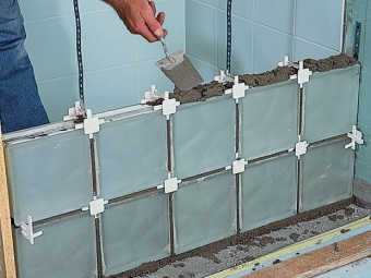 installation of glass blocks of cement