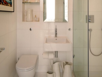 White bathroom interior , combined with a toilet with the help of ceramic tiles