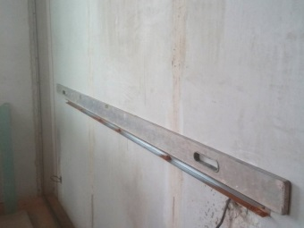 The construction of the frame of metal profiles in the bathroom for a niche