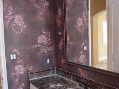 Decorating the walls in the bathroom decoupage method