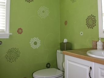 decoupage technique for painting the walls in the bathroom