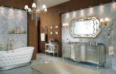 Baroque style in the bathroom in silver gold tones with a large mirror and kamod