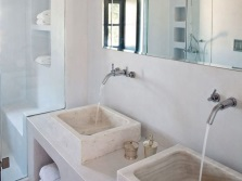 Shells made ​​of natural stone in the bathroom Greek