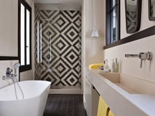 The characteristic features of the style of Art Deco in the bathroom
